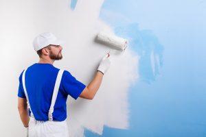 окраска стен помещения